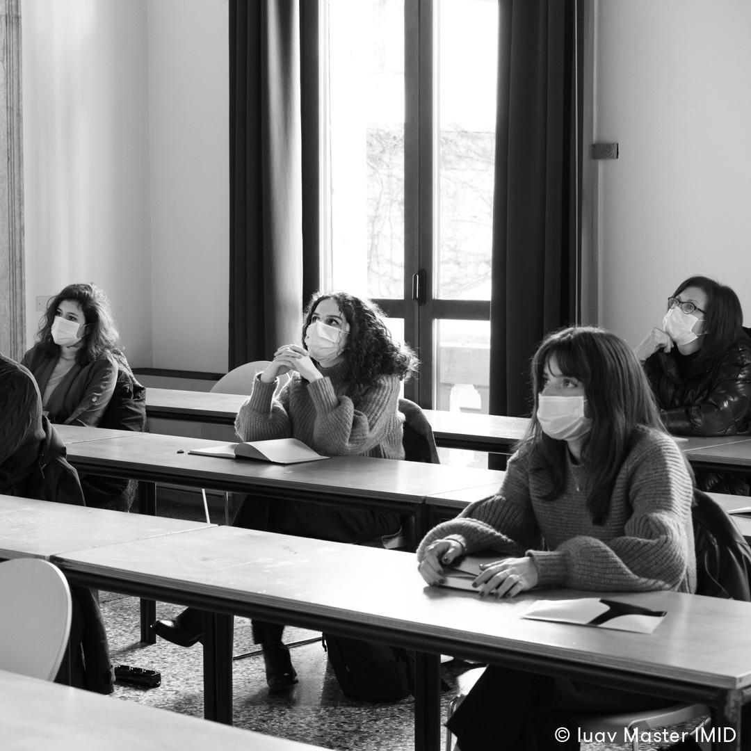 04_iuav_master_interactive_media_for_interior_design_studenti_in_aula_durante_la_presentazione_della_IX_edizione_del_master_IMID