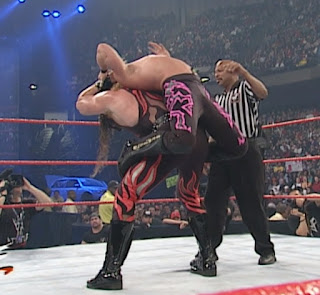 WWE / WWF - Armageddon 2000 - Kane puts a submission hold on Chris Jericho in their last man standing match
