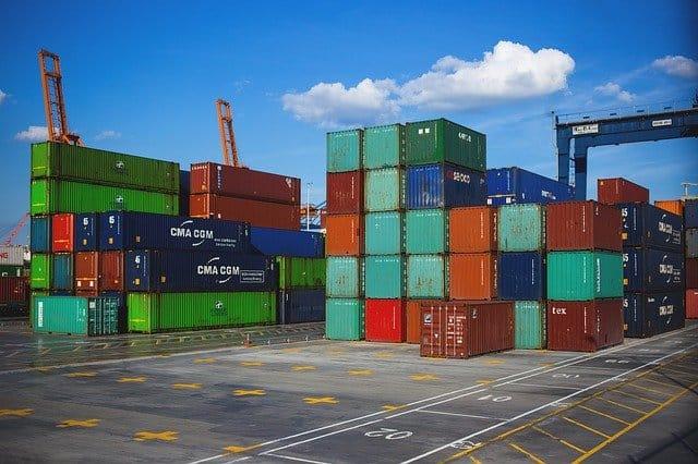 محطة حاويات، حاويات السفن