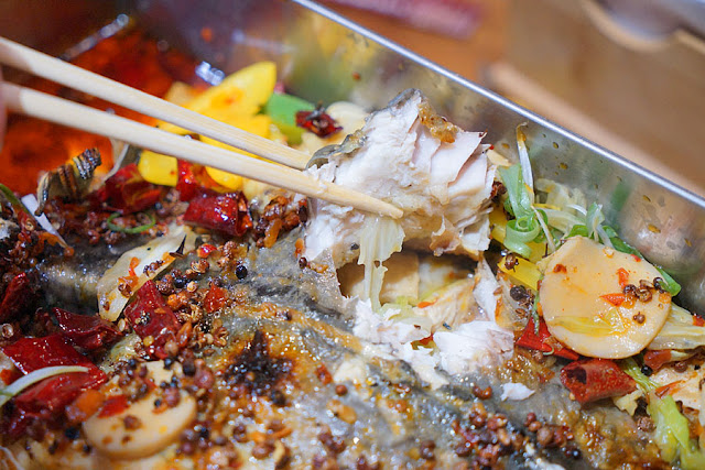 DSC09726 - 熱血新聞稿│台中烤魚餐廳,營業到凌晨兩點的店小二紅樓夢椒麻烤魚,沒那個屁股就不要點到大辣