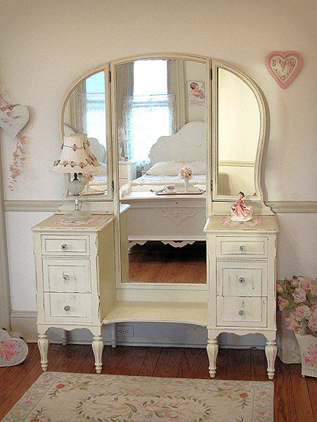 More Than 25 Vanity Cabinet Or Make Up Dresser Designs