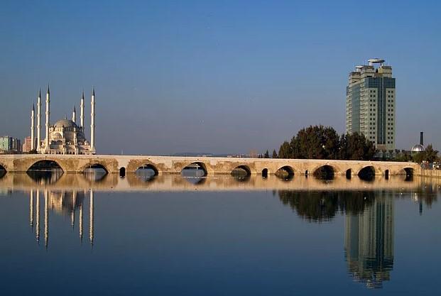 adana'da gezilecek yerler taş köprü