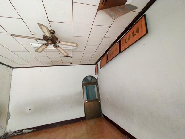 南投國姓九份二山國家地震紀念地傾斜屋,人在屋簷下不得不頭暈