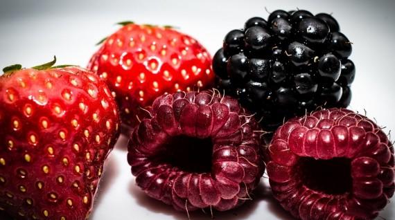 10 loại rau quả giúp phái đẹp có làn da như dùng kem trắng da