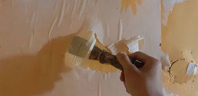 kenapa ketika melepas walpaper ada kertas putih