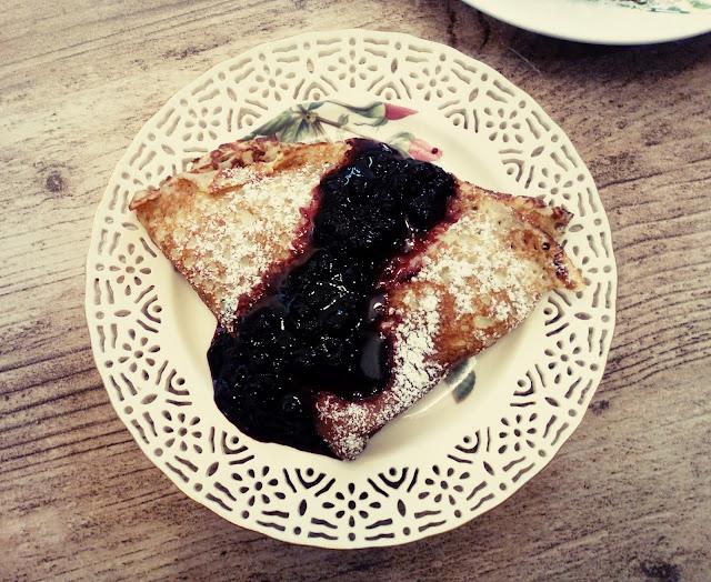 nalesniki serowe nalesniki twarogowe nalesniki z ciasta serowego twarogowego nalesniki z serem z warogiem delikatne nalesniki puszyste nalesniki z jagodami