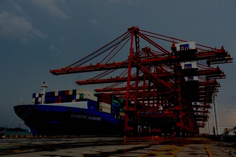 China fecha terminal portuário e coloca cerca de dois mil trabalhadores em quarentena
