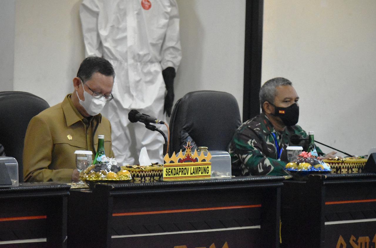 Danrem 043/Gatam Hadiri Penyerahan Santunan Korban Kecelakaan Sriwijaya Air SJ-182