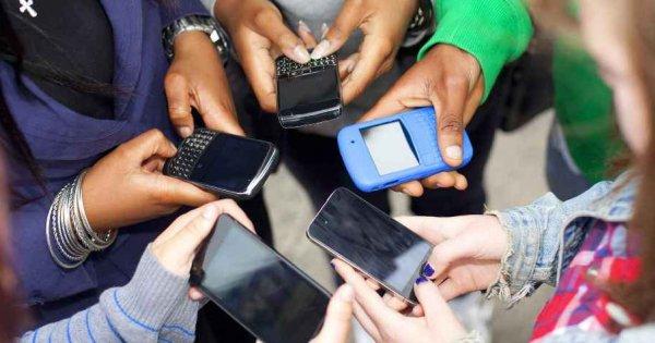 Οι «Έλληνες» «κολλημένοι» στο mobile internet: 8 στους 10 «σερφάρουν» ακατάπαυστα