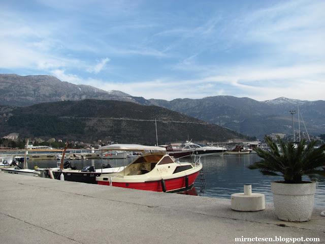 Яхты у причала в Будве, Черногория