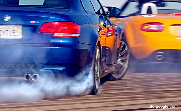 4 Cara Mengerem Mobil yang Aman untuk Pemula
