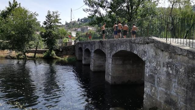 Saltos para a água na Ponte de Pouves
