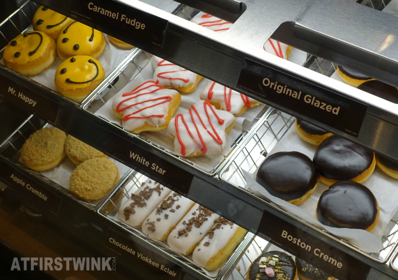 Dunkin' Donuts Netherlands mr happy white star boston creme chocolate vlokken eclair apple crumble rocky road