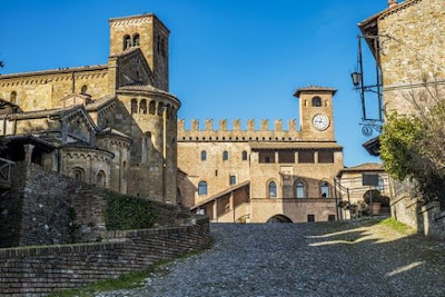 Ecco uno dei borghi piu' belli d'Italia: Castell'Arquato / Vacanza e turismo in Emilia