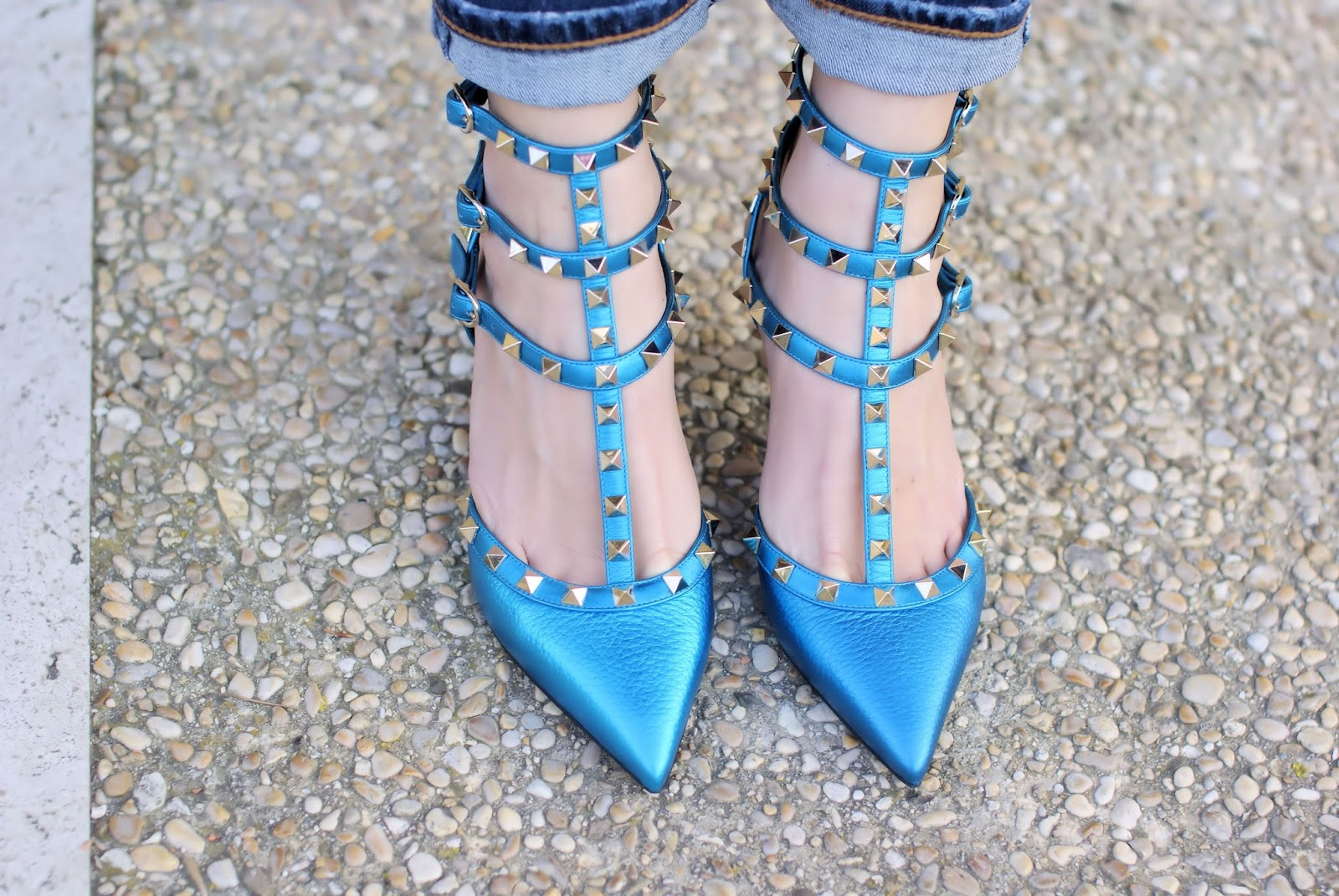 Metallic blue Valentino Rockstud pumps on Fashion and Cookies fashion blog, fashion blogger style