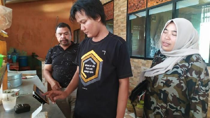 Saksikan Penggunaan 'Kasir Online' , Ketua DPRD Sinjai Beri Apresiasi
