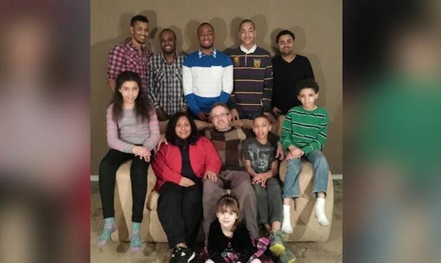 'Deus colocou essas crianças no meu caminho', diz cristão que adotou 17 órfãos