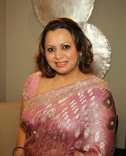 boy aunty saree