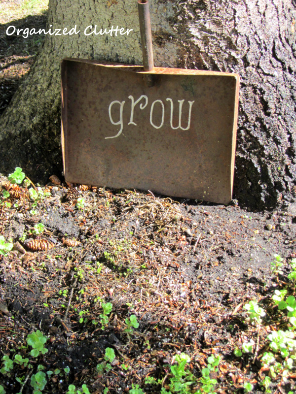Rusty Shovel Head Garden Sign www.organizedclutterqueen.blogspot.com