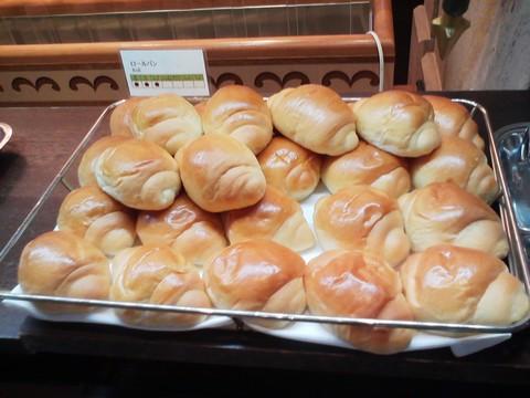ビュッフェコーナー:ロールパン ホテルエミシア札幌カフェ・ドム