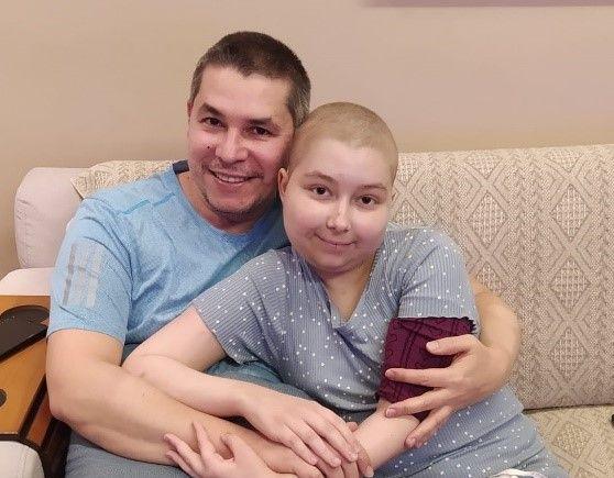 Fernandinha consegue vaga em hospital e embarca para a Espanha para tratamento nesta terça-feira