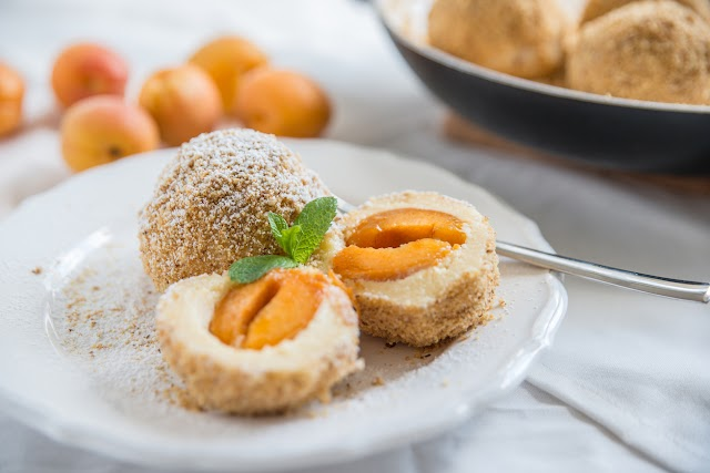 Puha sárgabarackos gombóc krumplis tésztából: nem is olyan bonyolult