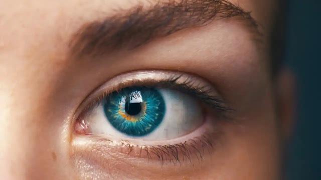 पुरुषों के लिए दाहनी आँख फड़कने का अर्थ