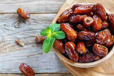 10 Manfaat Makan Kurma Bagi Kesehatan Tubuh Saat Berbuka Puasa & Sahur