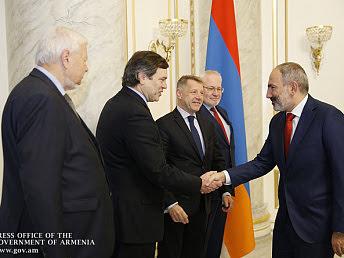 Pashinyan recibe al Grupo Minks de la OSCE