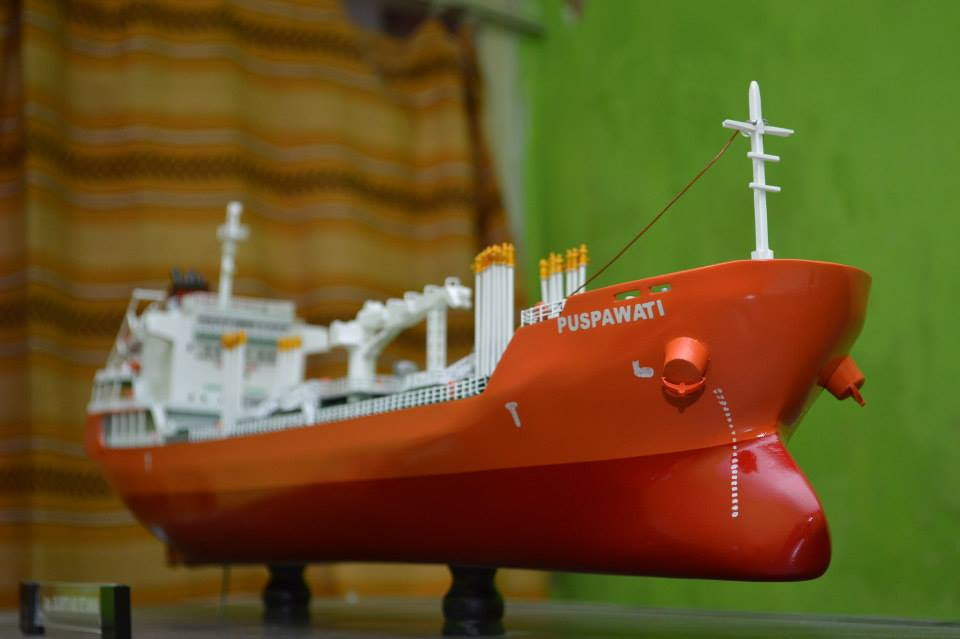 miniatur kapal tanker mt puspawati mid fighter pt pertamina rumpun art work planet kapal indonesia