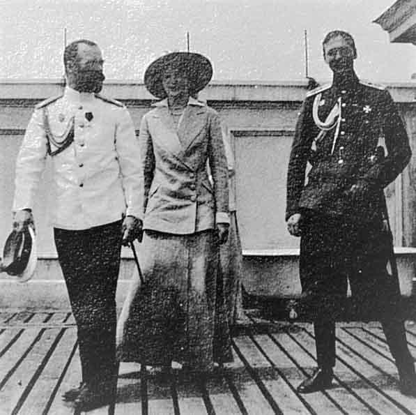 Nicolau II com tatiana e o principe Igor da Servia