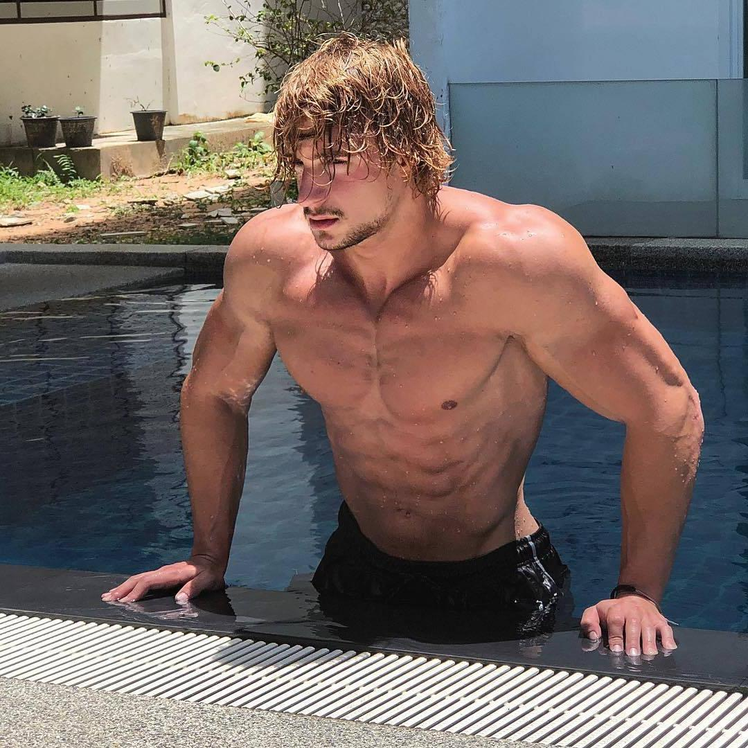 sexy-blond-shirtless-muscle-man-pool-beefy-swimmer-wet-fit-body