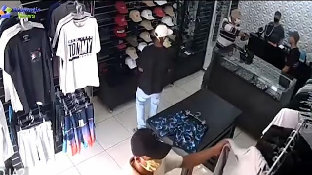 Σοκαριστικό: Επιχειρηματίας βγάζει πιστόλι και σκοτώνει τρεις ληστές (βίντεο)