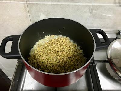 Horaa Osbao | Harraq Osbao | A Syrian Lentil and Pasta Dish