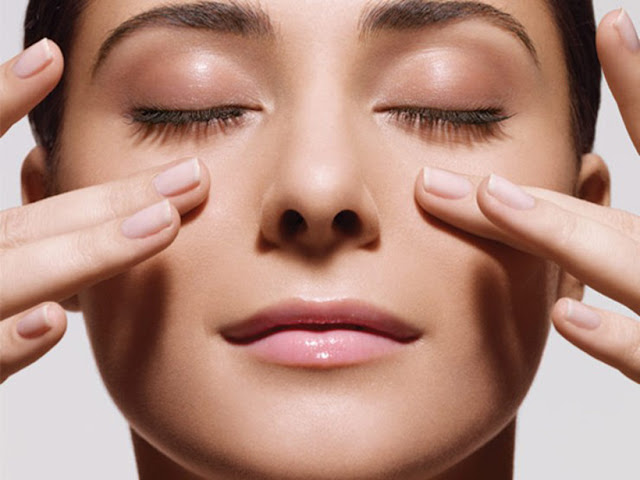 Thường xuyên Massage mắt để làm tan máu bầm ở mắt