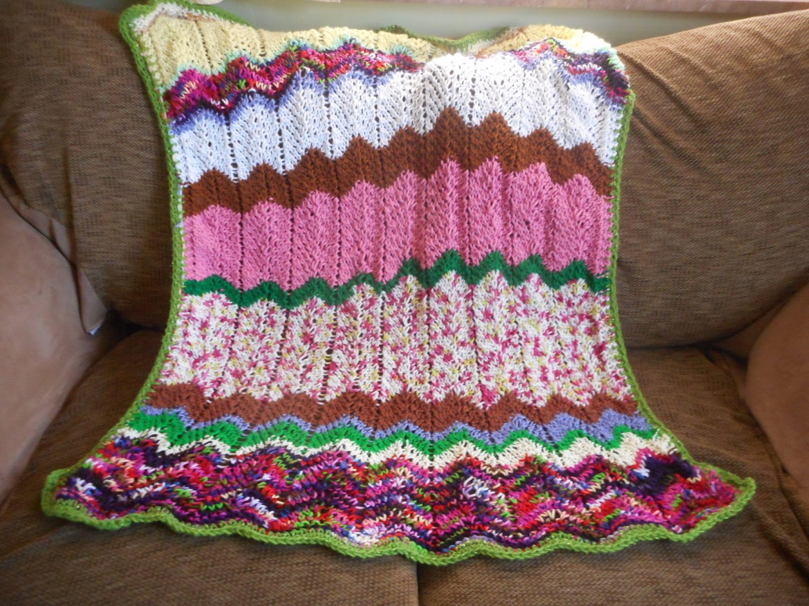 Knitting Nelly\'s Yarn Cache: Chevron stripe knit blanket
