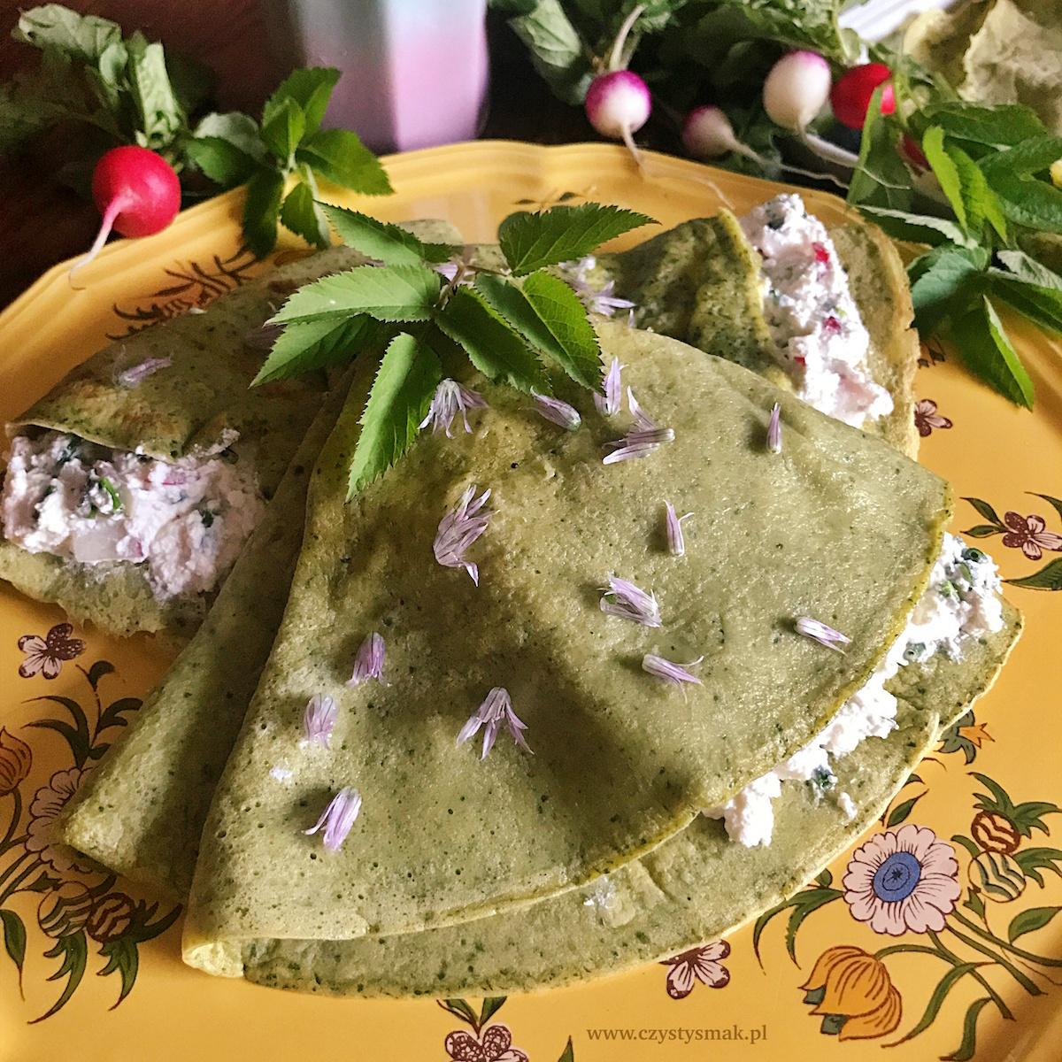 Jadalne kwiaty szczypiorku w twarożku