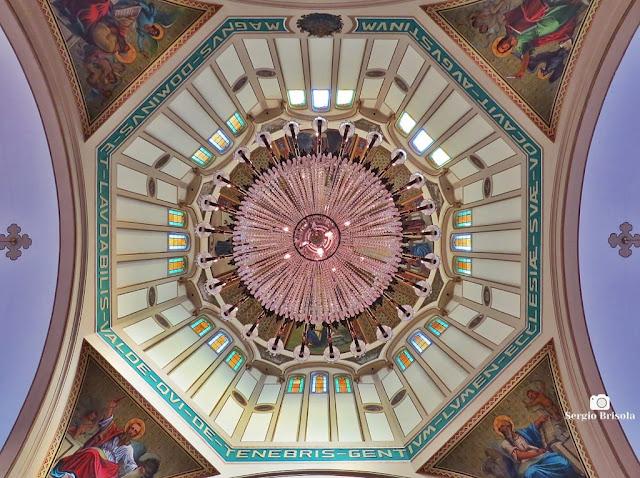 Fotocomposição com o Lustre Central e Abóbada da Paróquia Santo Agostinho - Liberdade - São Paulo