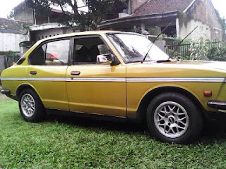 Yang Hobi Sedan retro Jepang...Mari Corbet 73 Langka - BANDUNG