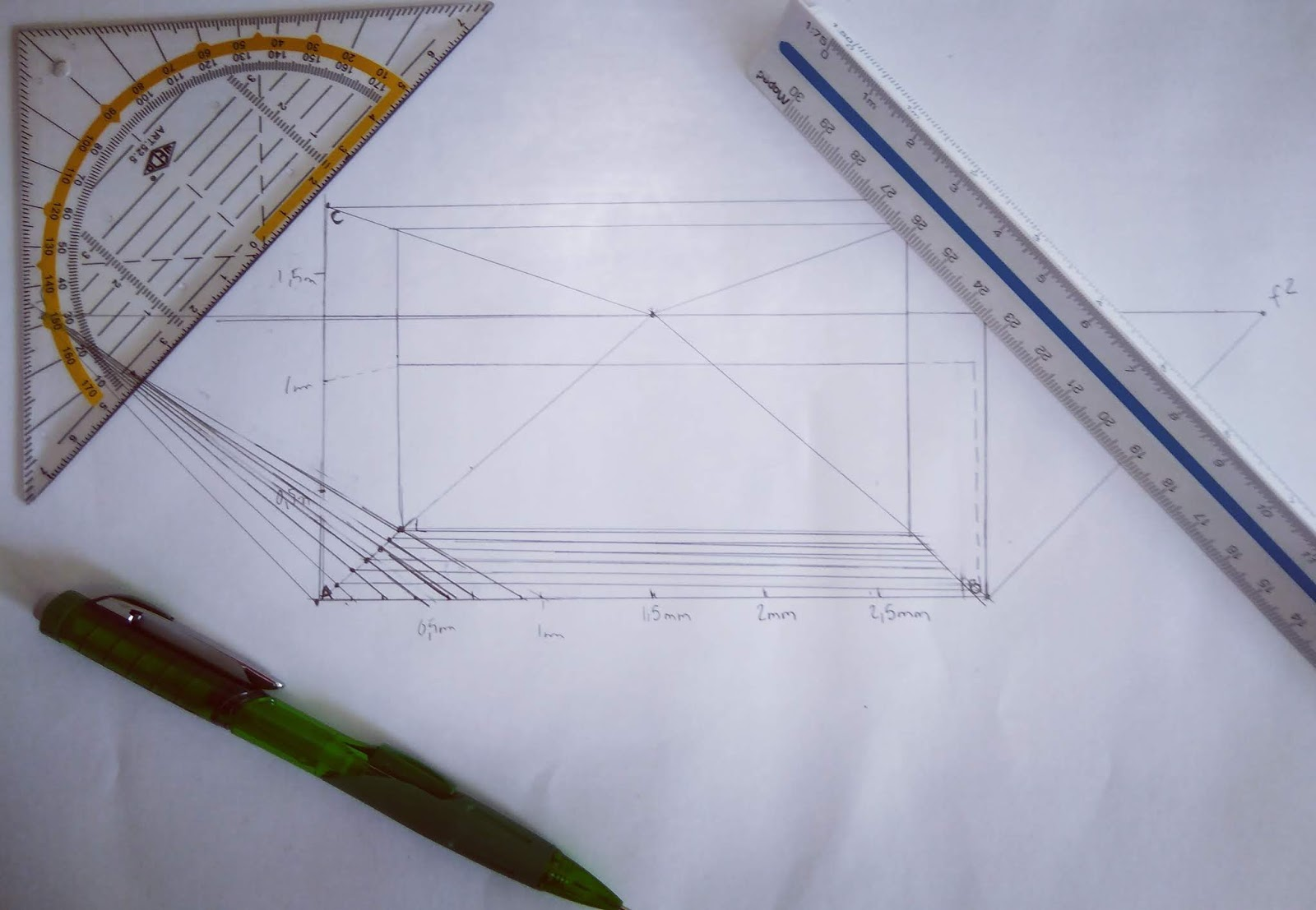 Yhden_pakopisteen_perspektiivi_mittakaavassa_piirtämistä