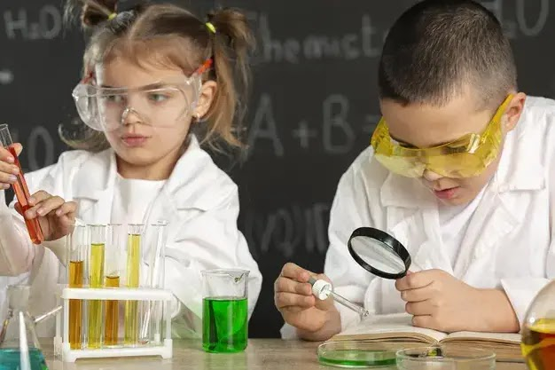 lakukan eksperimen untuk mengenalkan sains pada anak