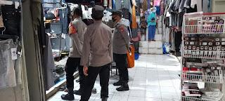 Dengan Adanya Warga Terjangkit Covid 19, Personel Polsek Anggeraja Perketat Patroli Prokes Di Pasar Cakke