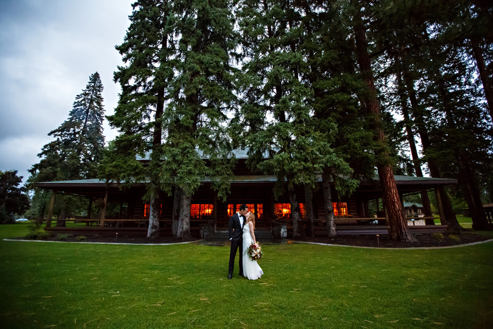 Kootenai Lodge Montana Wedding / Photography: Brooke Peterson Photography / Wedding Coordinator: Courtney of 114-West / Venue: Kootenai Lodge / Bride's Bouquet: Mum's Flowers / Bride's Gown: J.Crew / Groom's Tux: J.Crew / Makeup Artist: Britlee of Envy Salon & Spa /
