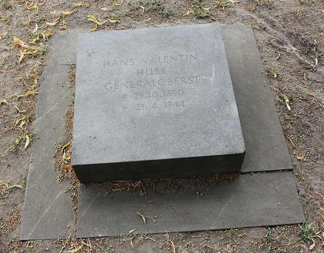 Hans-Valentin Hube tombstone, Third Reich graves worldwartwo.filminspector.com