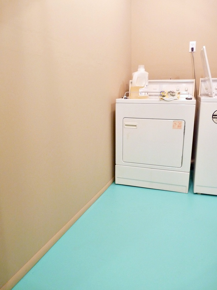 How To Paint A Concrete Floor See My New Turquoise Laundry Room Floor Dans Le Lakehouse