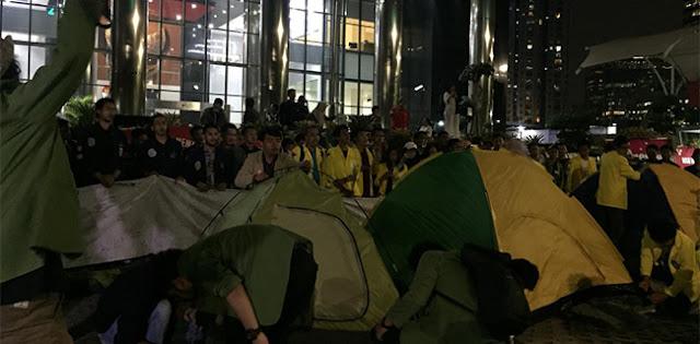 Kawal KPK, Mahasiswa Lintas Kampus Gelar Tenda Di Gedung Merah Putih