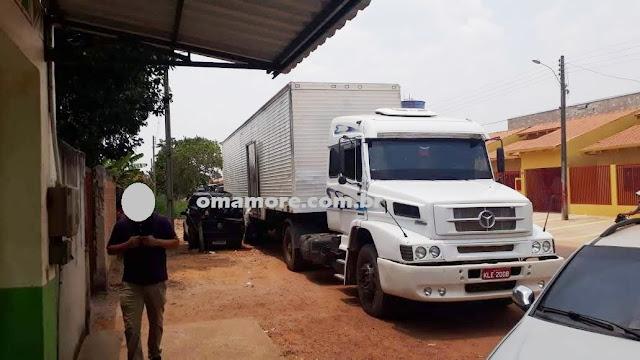Vigilância Sanitária e Divisão de Fiscalização apreende cerca de 4.500 kg de frango em caminhão