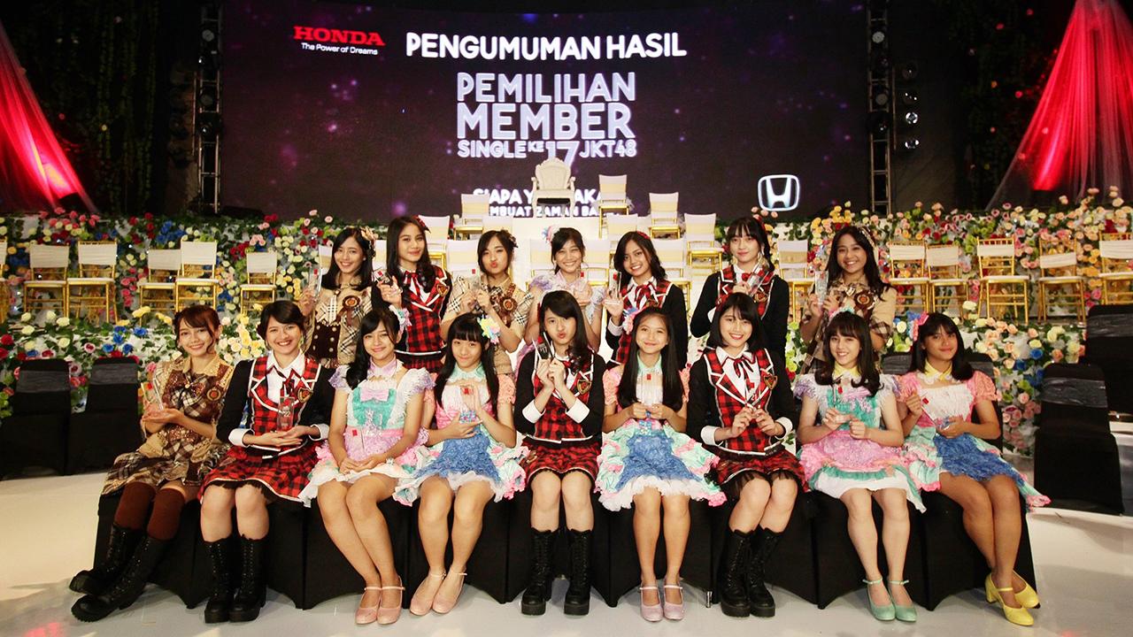 Foto Keluarga JKT48 di Jepang