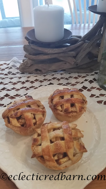Apple Mini Pies. Share NOW. #pies #minipies #apple #desserts #eclecticredbarn