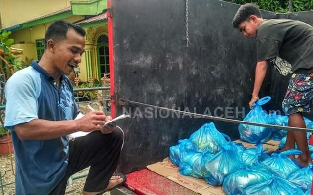 BUMG Serahkan Sembako Kepada Warga Rumah Panjang Abdya